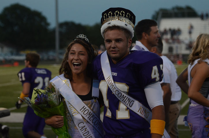 Seniors+Kenzie+Foldes+and+Pete+Lashier+flash+a+smile+as+they+are+crowned+homecoming+king+and+queen.+Lashier+and+Foldes+were+elected+by+430+voting+students.