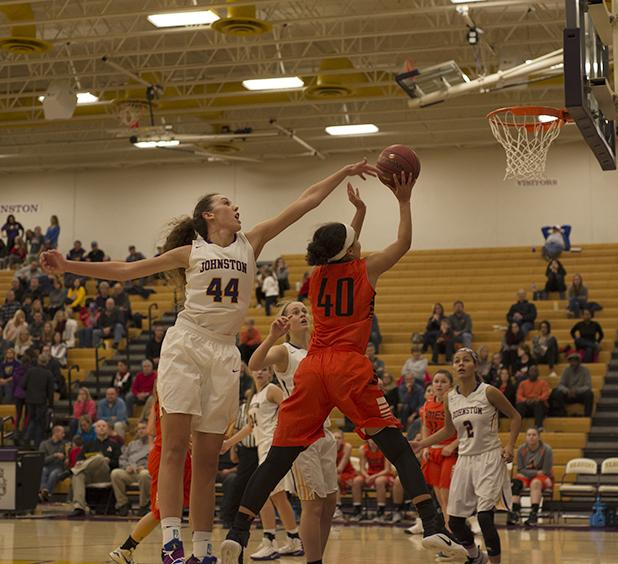 Taryn+Knuth%27+19+attempts+to+block+an+Ames+player.+The+girls+won+against+the+Little+Cyclones+Friday%2C+Dec+2.