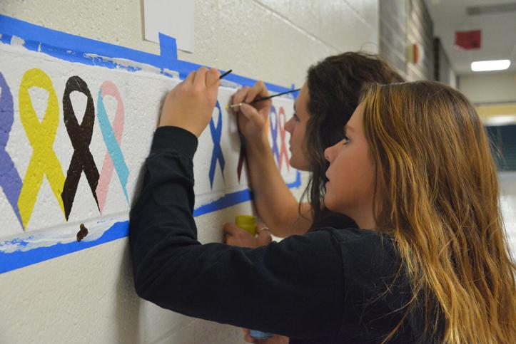 Seniors+Addison+Bolles+and+Nicky+Spear+work+on+Bolles%27+awareness+mural.+Bolles+does+various+projects+for+her+independent+study.