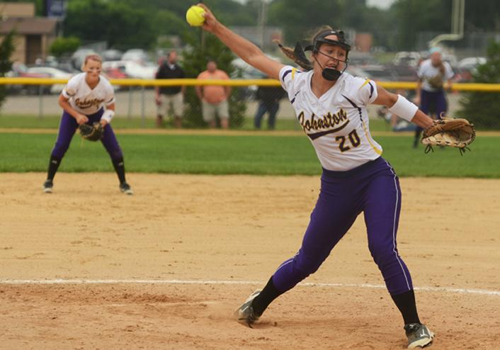 Junior+Haylee+Towers+winds+up+her+pitch+for+a+Southeast+Polk+batter.+The+girls+varsity+softball+game+against+the+Southeast+Polk+Rams+was+held+July+1.
