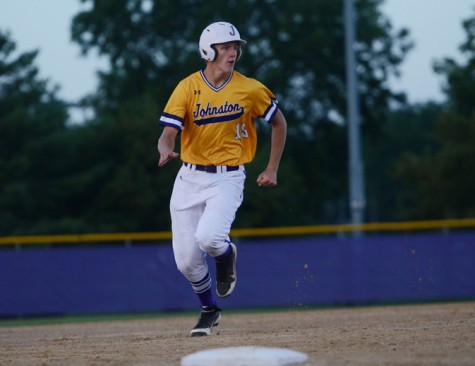 Boys' varsity baseball team ends night with no-hitter against North