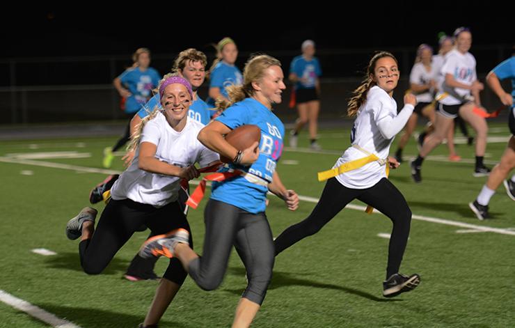 Senior+Mercedes+Worsfold+evades+sophomores+Sydney+Illg+and+Mackenzie+Beck+during+the+powderpuff+final.+The+powderpuff+games+were+held+Oct.+1+starting+at+7%3A00+p.m.
