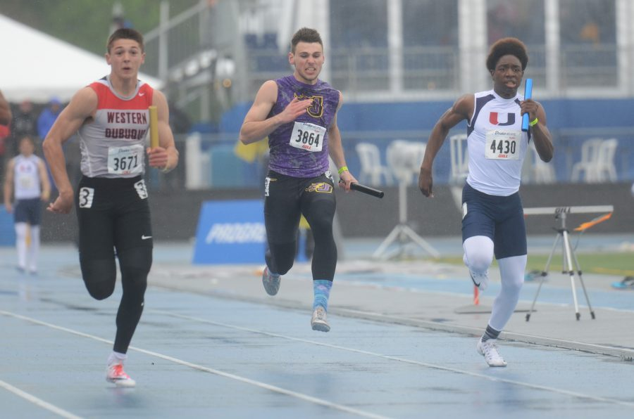 Sprinting+down+the+track+junior+Johnny+Pater+faces+the+rain+through+his+relay.+The+boys%27+and+girls%27+track+team+headed+down+to+Drake+April+29+through+April+30.