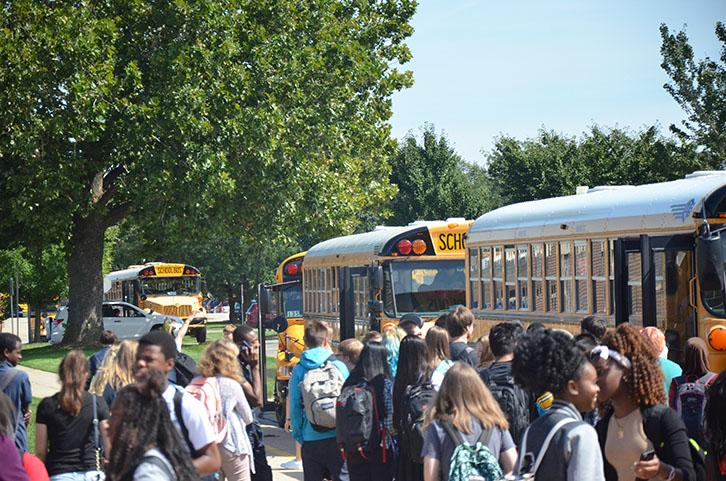 Students+load+onto+the+buses+after+school.+The+district+is+the+first+in+Iowa+to+use+Students+Transportation+of+America.