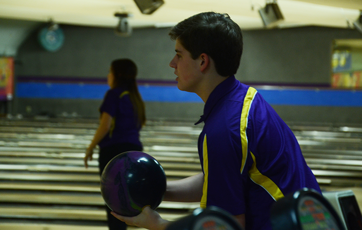 Noah+Hogge+%2717+prepares+to+release+the+ball.+Bowling+competed+at+Plaza+Lanes+Dec.+6.