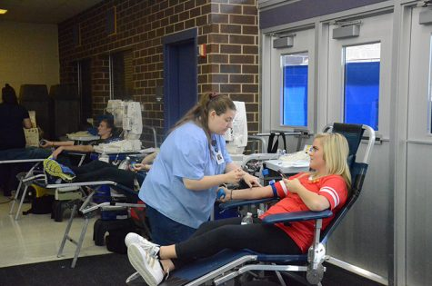 Lauren Bellies '17 prepares to have blood drawn. Around 120 students volunteered to have blood drawn April 12.
