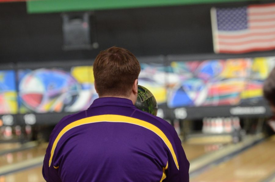 Andrew+Spaulding+%2C%2718+sets+up+where+to+throw+the+ball.+Spaulding+bowled+a+three.