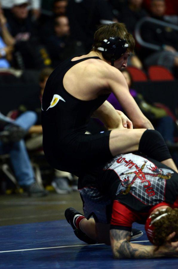 Zach+Price%2C+%2718++wrestles+in+2018+state+wrestling.