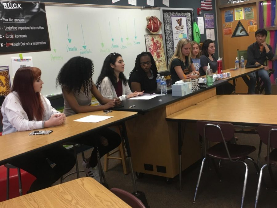 Amberly Dal '20, Amanda Roberts '19, Fabiola Castanedas '20, Angel Nyaga '20, Jennah Johnson '18, Jess McKee '18,Julia Martell '18, and Lal Siama '19 provide answers to questions brought up Lisa Boge, Erica Woods-Schmitz and parents in the audience. They were hand-picked by counselors who felt these students participated in a wide variety of extracurriculars.