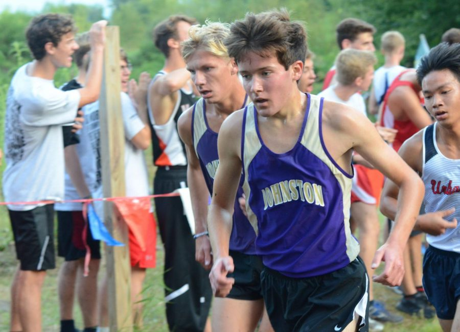 Paxson+Picken+20+and+Ben+Kinman+19+compete+at+the+Marshalltown+Cross+Country+meet+Sep.+6.%0D%0APicken+finished+61st+with+a+time+of+17%3A47.