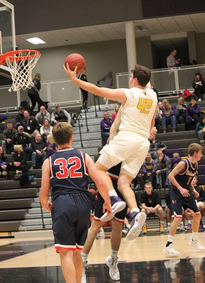 Boy's basketball beats Urbandale 64-51