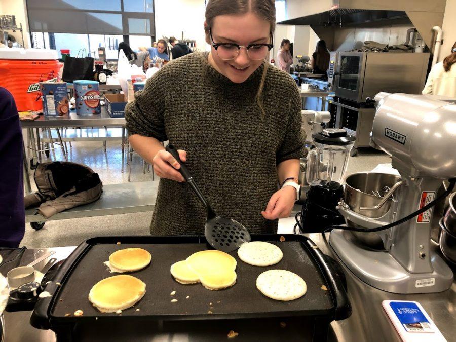 NHS+students+make+pancakes+for+Santa+Pancake+Breakfast.