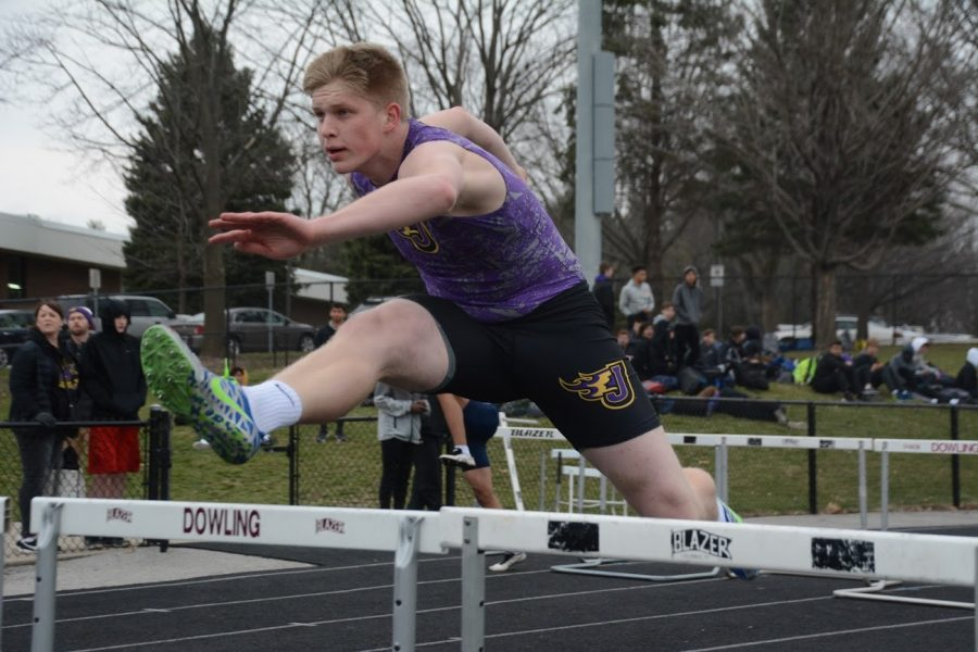 Tyler+Kronlage+%2721+runs+in+the+varsity+shuttle+hurdle+relay.+The+varsity+shuttle+hurdle+relay+team+placed+third+with+a+1%3A06.