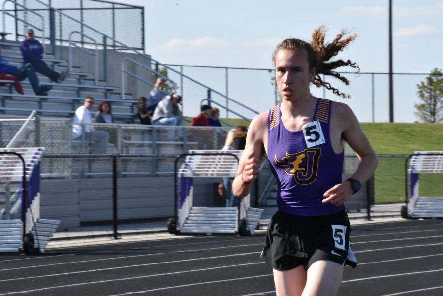 Sam Schmitz runs the 3200 meter run.