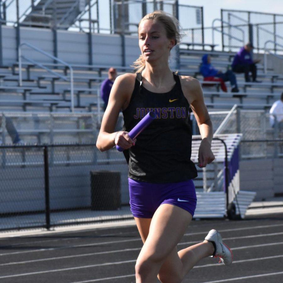 Chloe Fehn 20 runs the 4x800 meter relay.