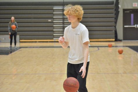 Eli Erikson '20 plays basketball in Track 3 PE. Currently PE meets every other day. The proposal is for it to meet every day for one semester.