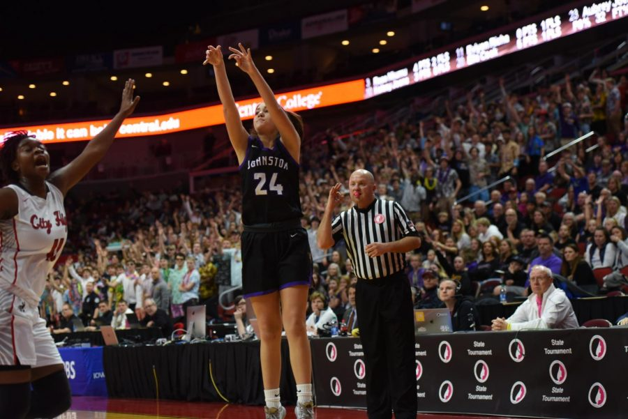 Girls Basketball wins against Iowa City High, go onto face Waukee in state championship