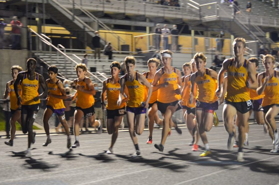 Boys Varsity competes in the two mile on Sep. 24.