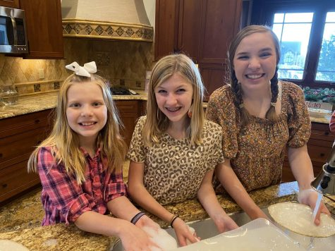 Ellie Lashier '21 has Thanksgiving with her immediate family and grandmother, spending the day baking and having lots of fun together.