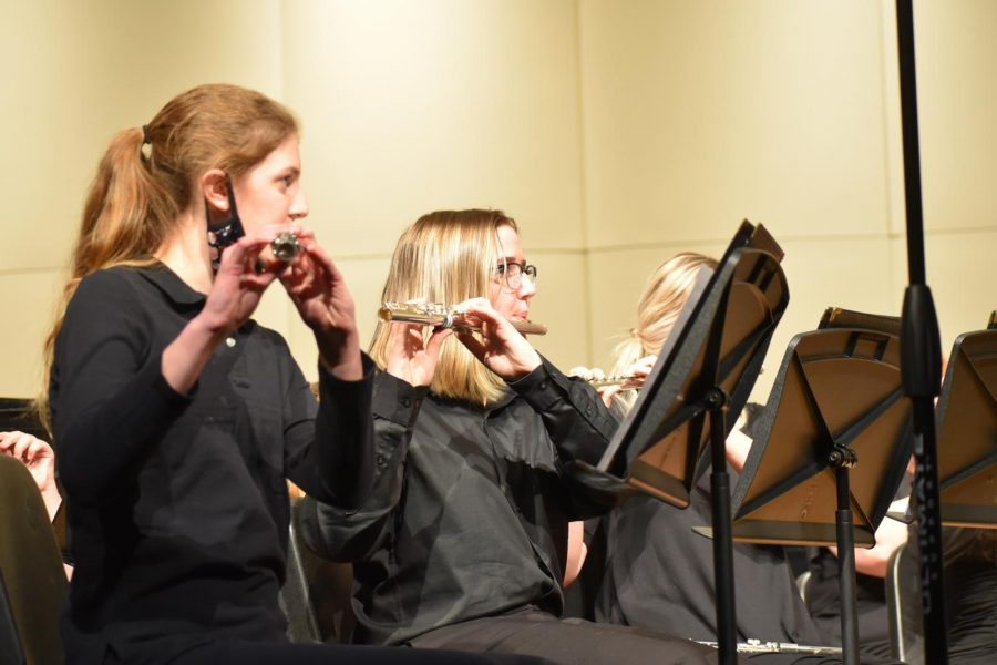Mikayla Jensen '23 and Audrey Bristow perform there music during the concert. Both musicians play the flute for concert band.