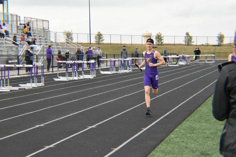 Alex Wear '23 competes to win the mens 4x800 meter relay.