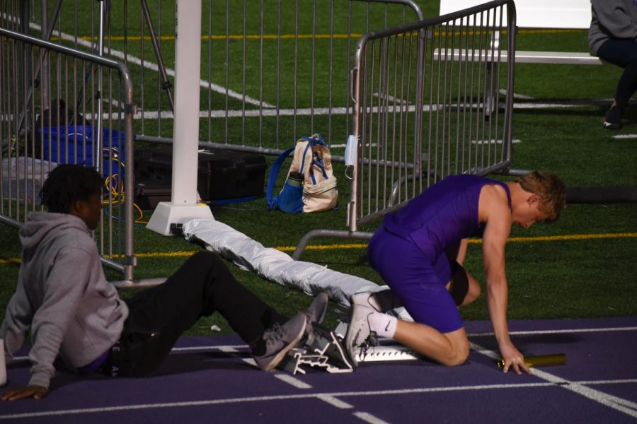 Tatum Fox '23 preparing his block to run in the boys 4x100 relay.