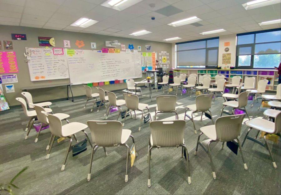 Stephanie+Riessens+desk-less+Spanish+classroom.